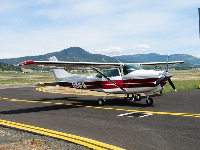 avion dans un aéroport - activités aériennes atawane Martinique
