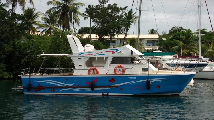 bateau a la marina - Atawane