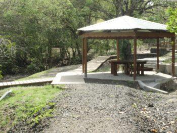 kiosque en pleine forêt
